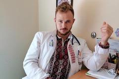 Врач, заразившийся коронавирусом, показал благодарность от Зеленской. Фото