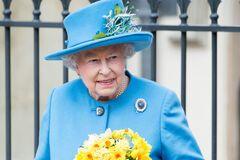 12 найяскравіших нарядів королеви Єлизавети II. Фото