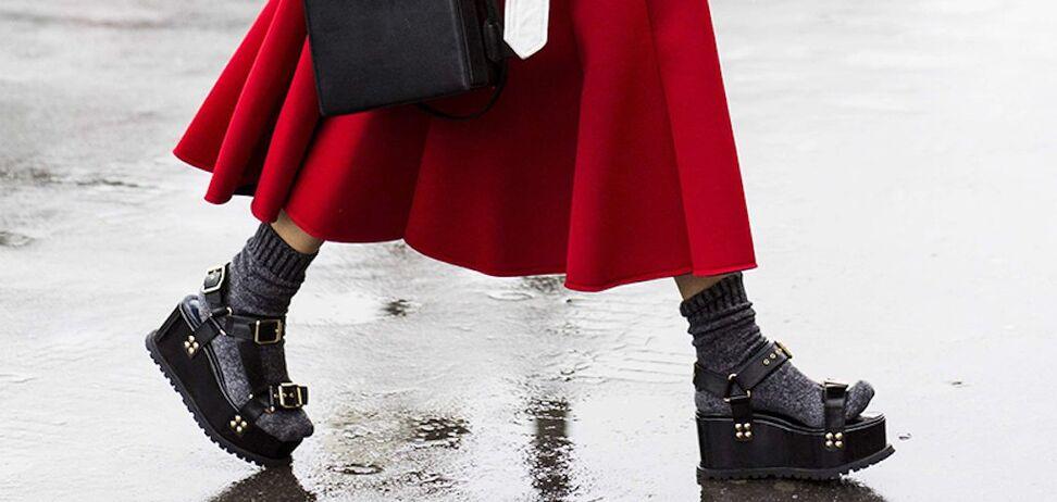 Распространенная модная ошибка стала трендом лета 2020: как носить
