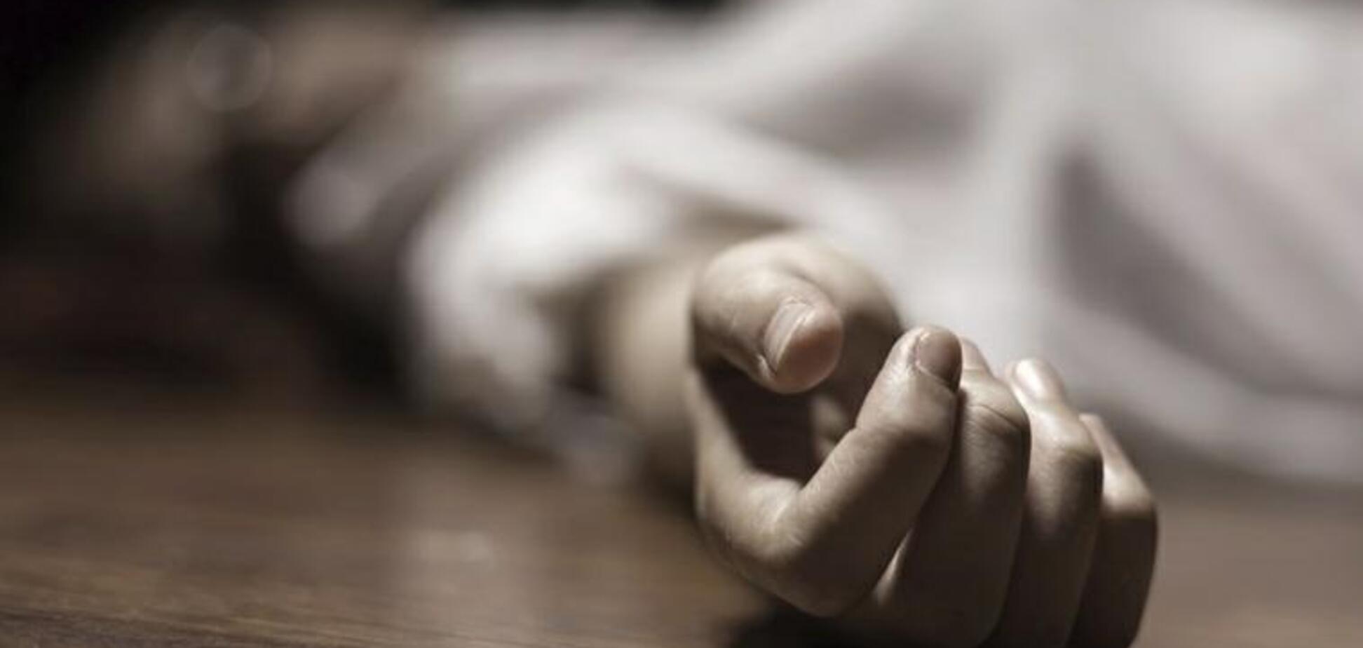 Лежала в калюжі крові: на Дніпропетровщині чоловік забив до смерті жінку