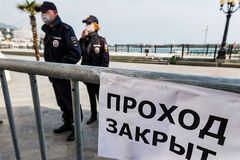 Новости Крымнаша. Трудящиеся попросили уменьшить им зарплату
