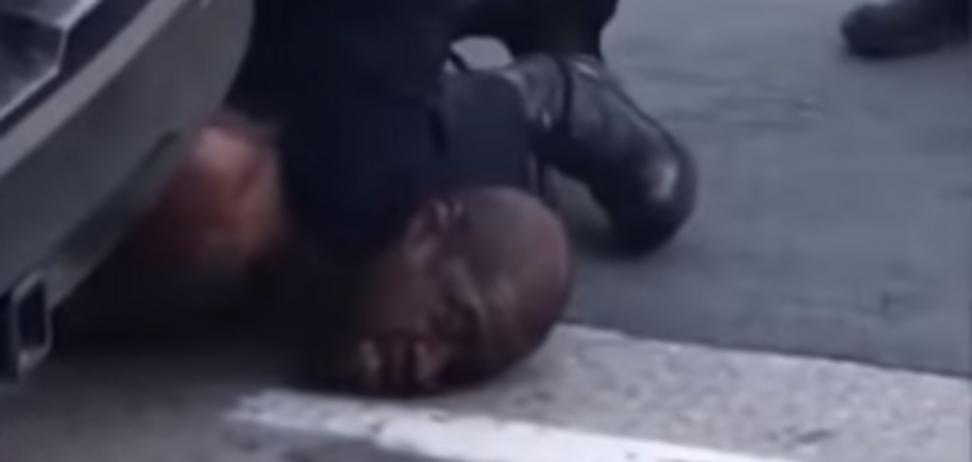 Как афроамериканец Флойд стал символом протестов в США: знаковое видео 18+