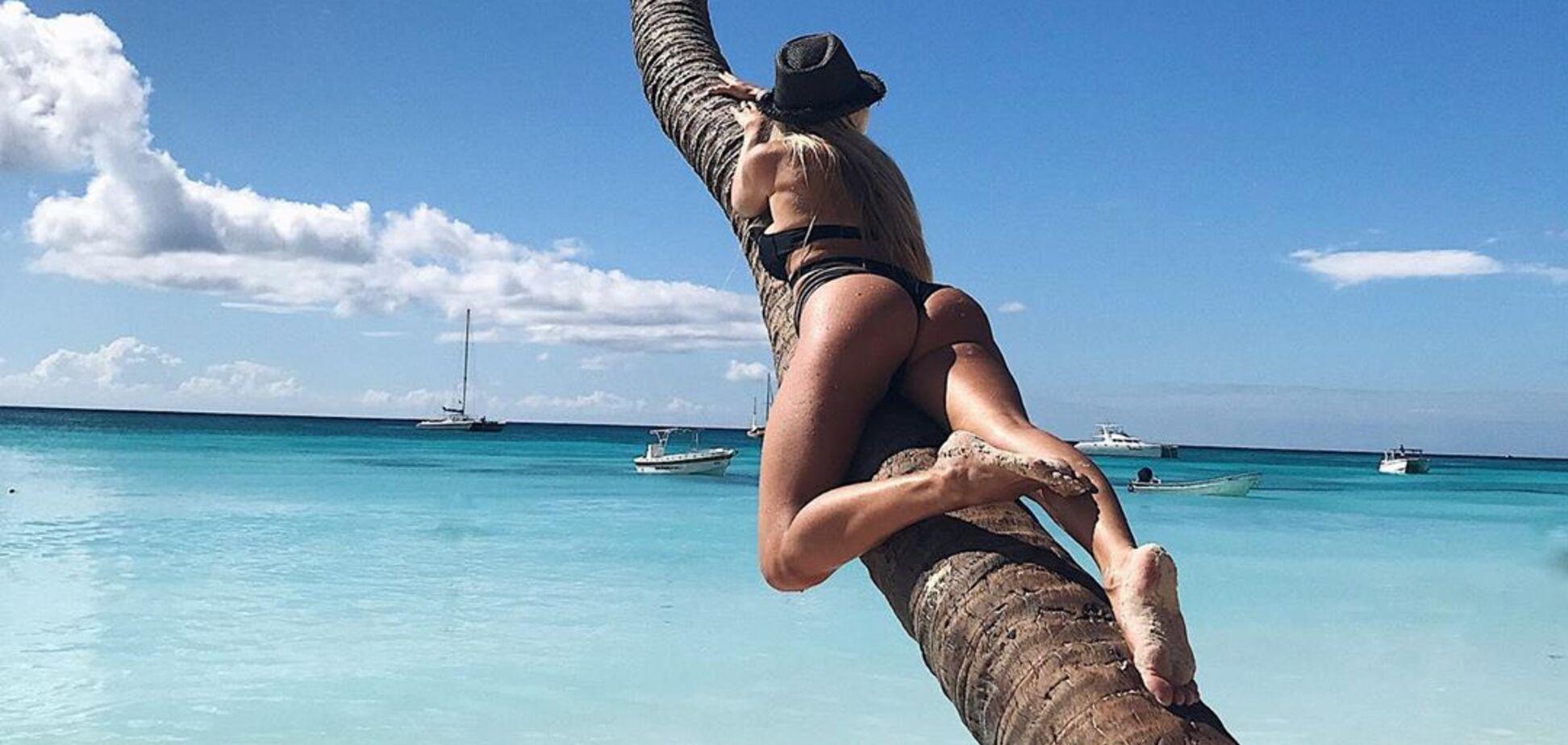 Раздетая невеста футболиста сборной Украины Артема Шабанова залезла на пальму