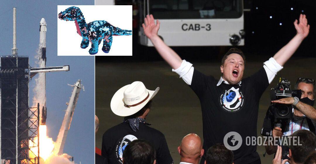 На борту космического корабля SpaceX заметили необычного 'пассажира'. Фото
