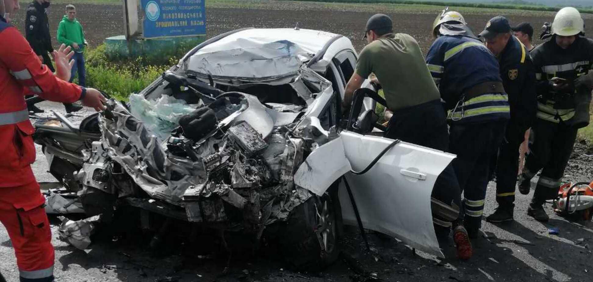 Аварія з автоцистерною під Дніпром: 3-річна дитина вижила, батьки померли