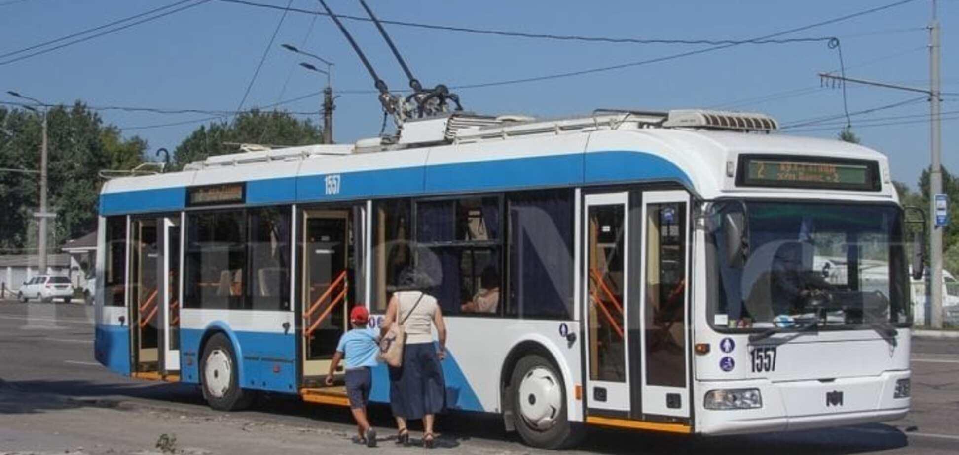 У Дніпрі пасажири виштовхали з тролейбуса чоловіка без маски і рукавичок