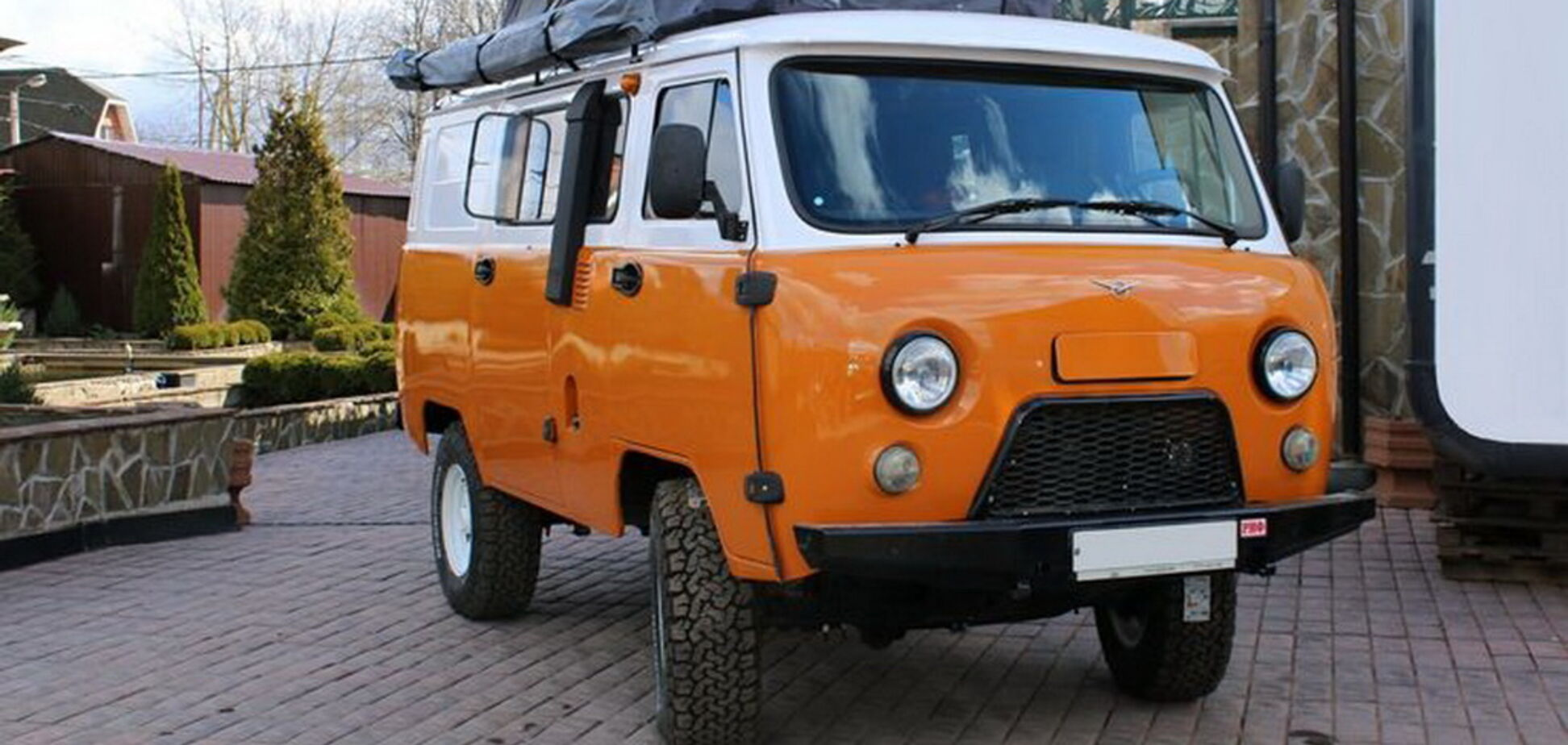 'Буханець' стал 'Байкалом': УАЗ перетворили на будинок на колесах
