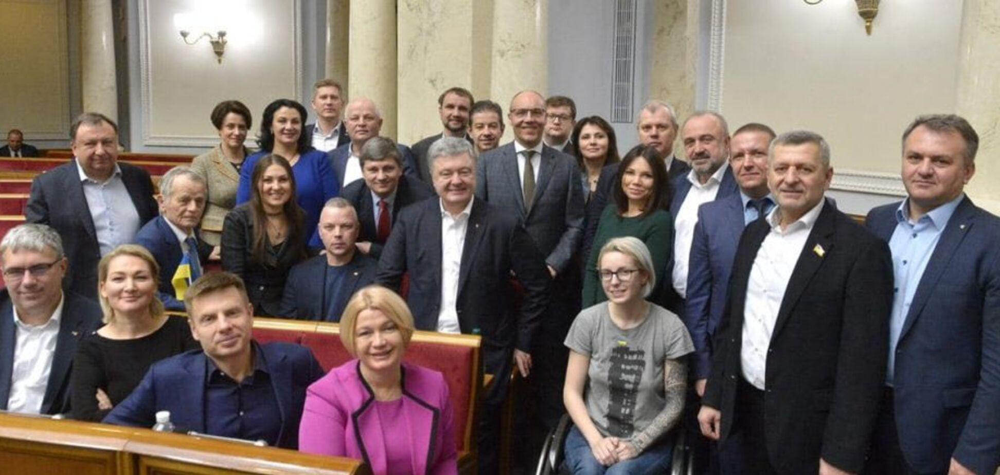 У Порошенко добились внеочередного заседания Рады для внедрения страхования медиков