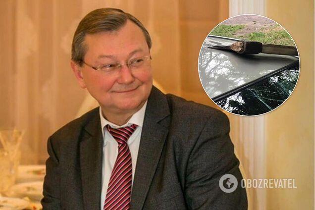Машину ректора Донецкого медуниверситета повредили топором