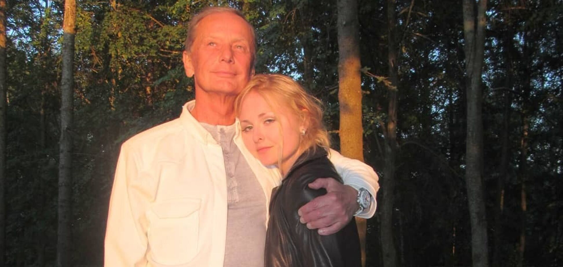 Дочь Задорнова прикрыла обнаженное тело гитарой: пикантное фото