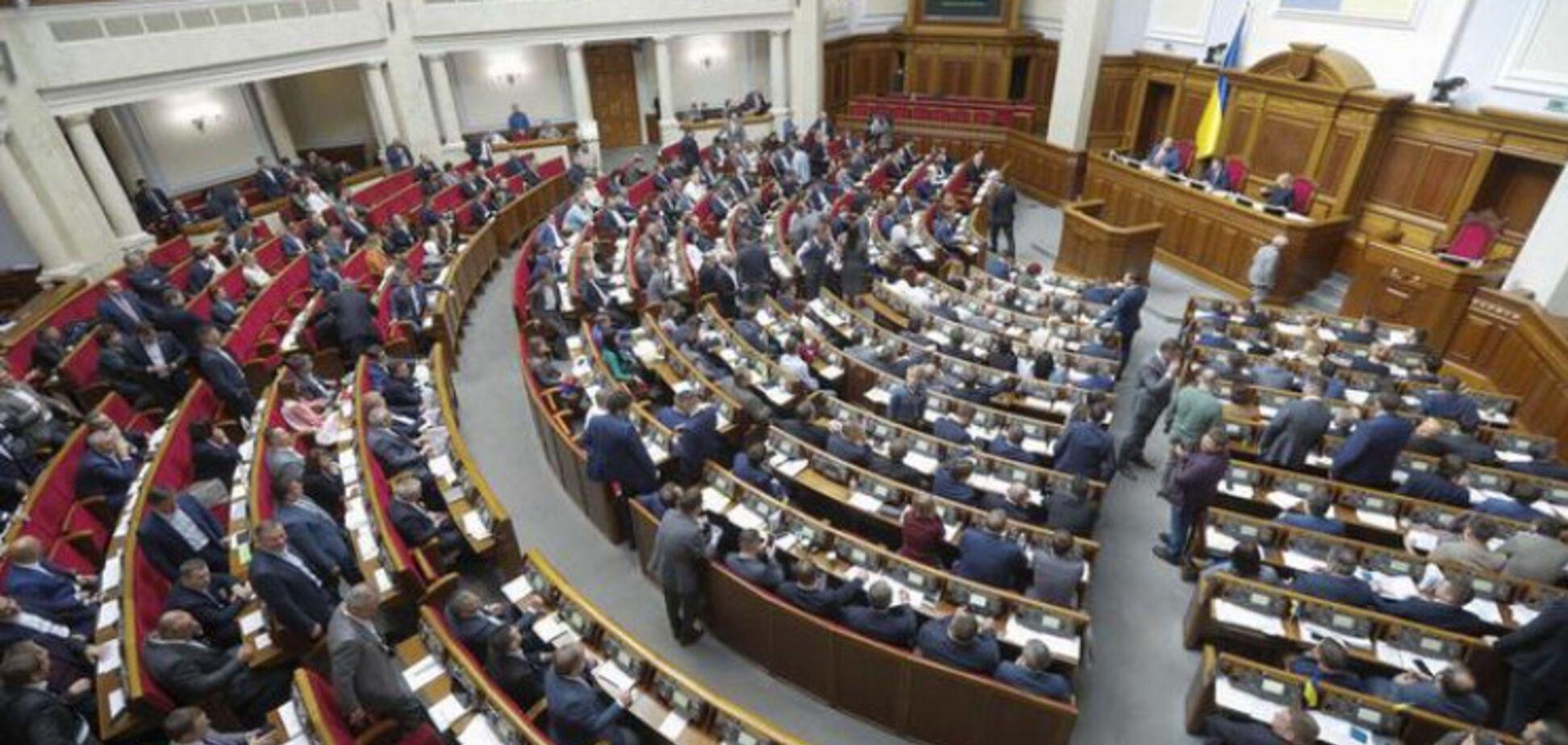 В Раде предложили отменить запрет георгиевской ленты: озвучены прогнозы