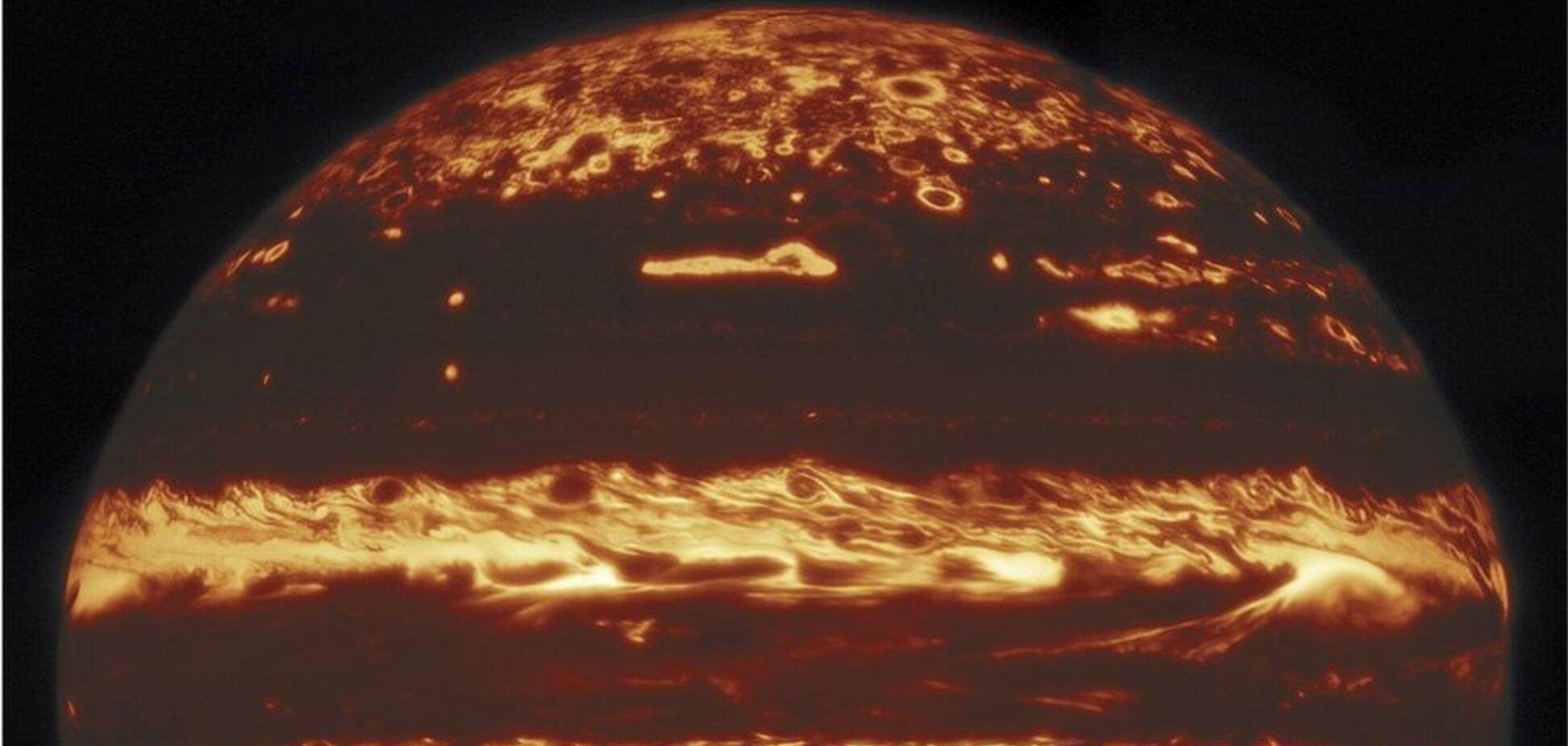 Юпітер вперше зняли максимально близько: унікальні фото