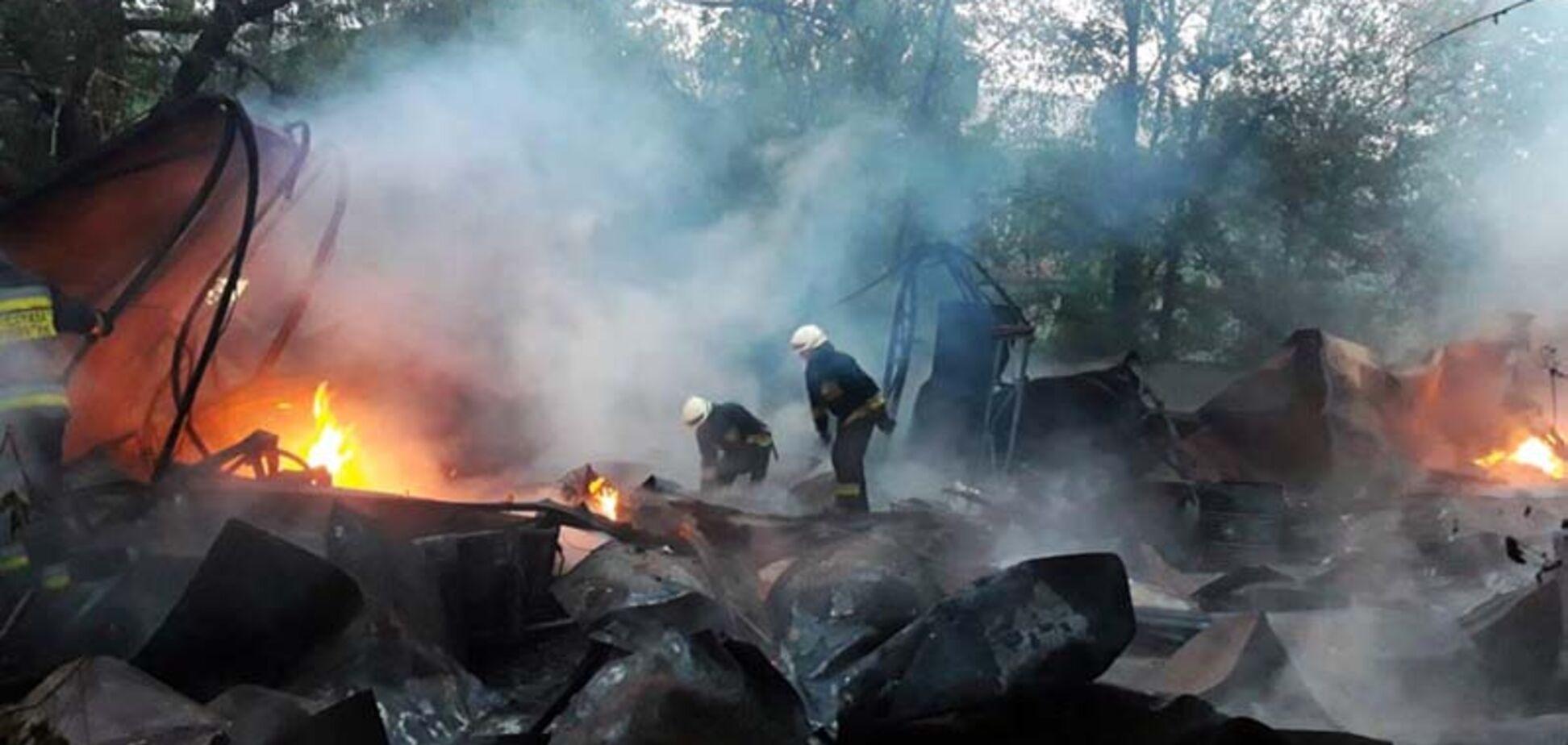 У Дніпрі згорів дотла склад сортування вторсировини: підозрюють підпал. Фото