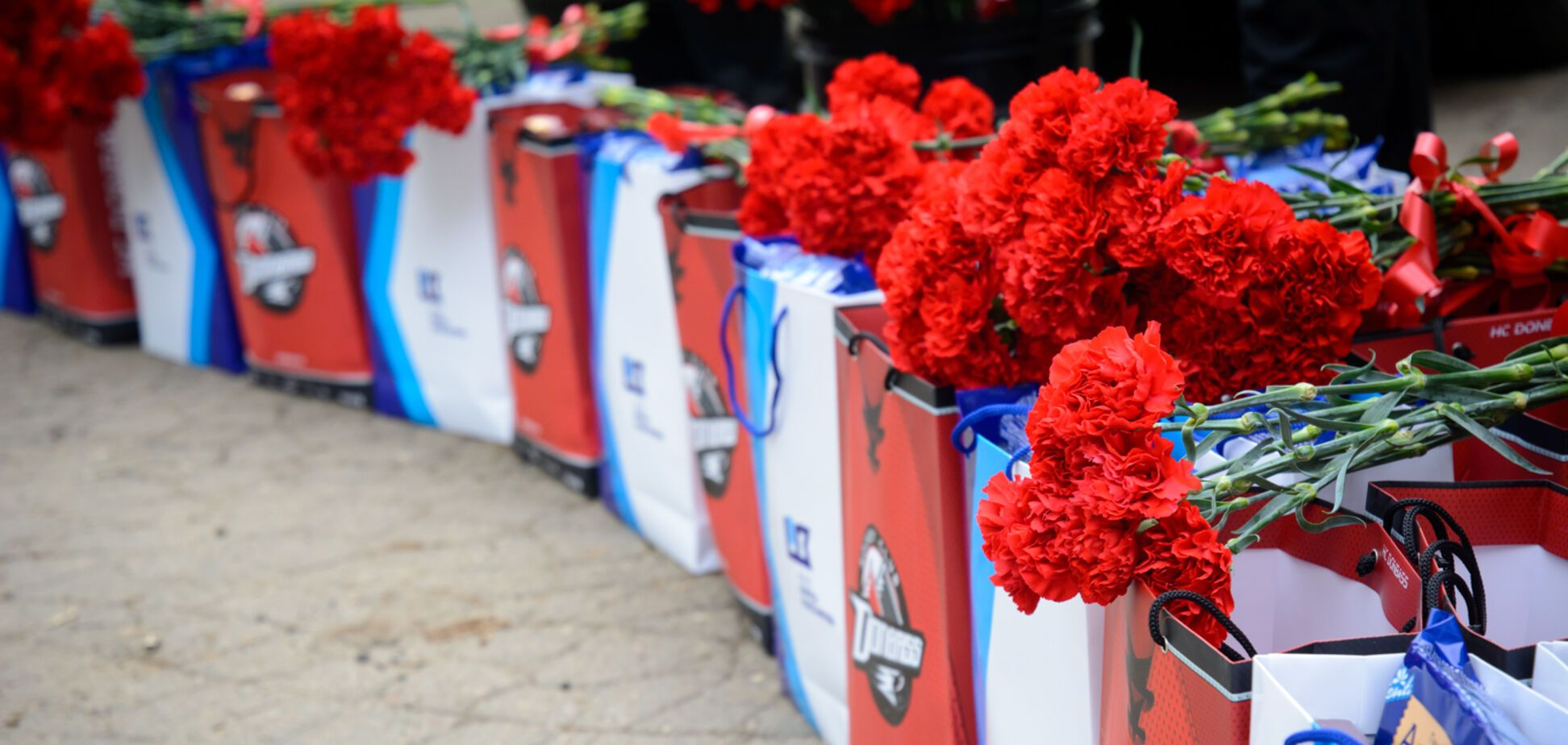 День Победы на Донбассе: ветеранов поздравляют звезды спорта и благотворители