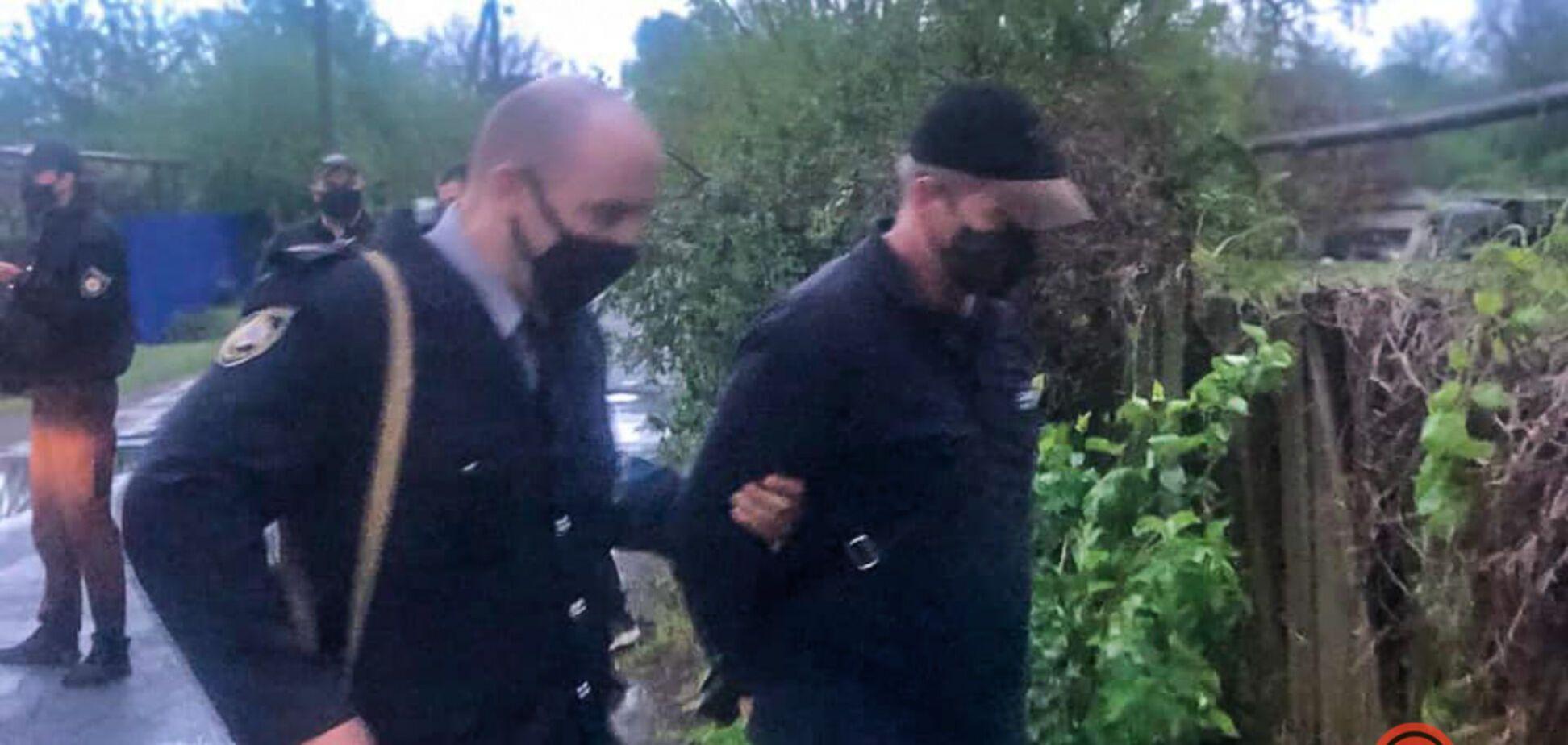 Під Дніпром чоловік повісив цуценя біля свого будинку: його затримала поліція. Фото