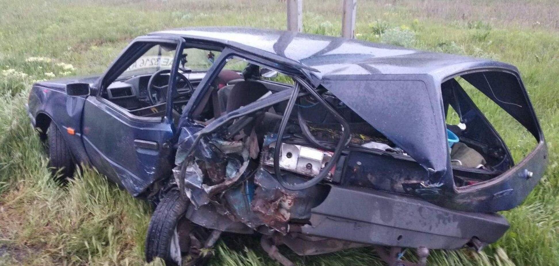 Під Дніпром Mazda на величезній швидкості влетіла в ЗАЗ: авто перетворилося на купу металу
