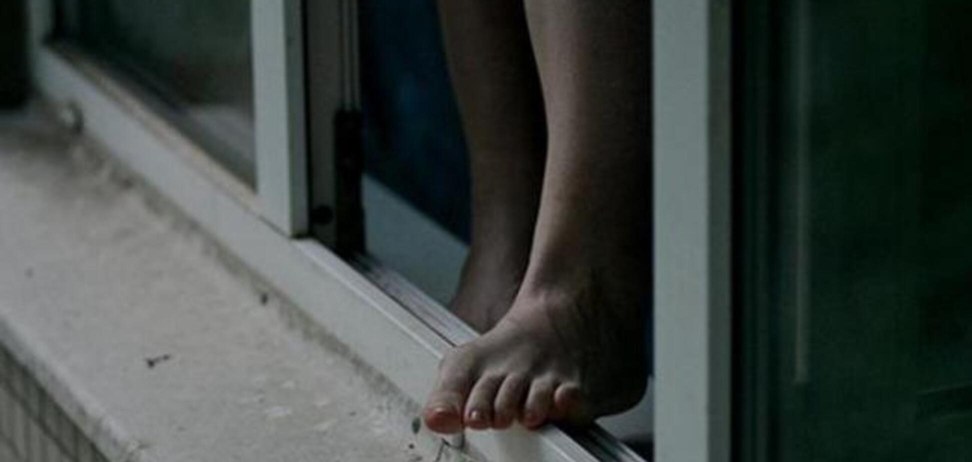 В Кривом Роге девушка выпрыгнула из окна роддома. Фото 18+