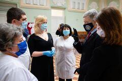 Охматдит отримав 3 тисячі ІФА-тестів зі Швейцарії від Порошенка: першими перевірять дитячих лікарів