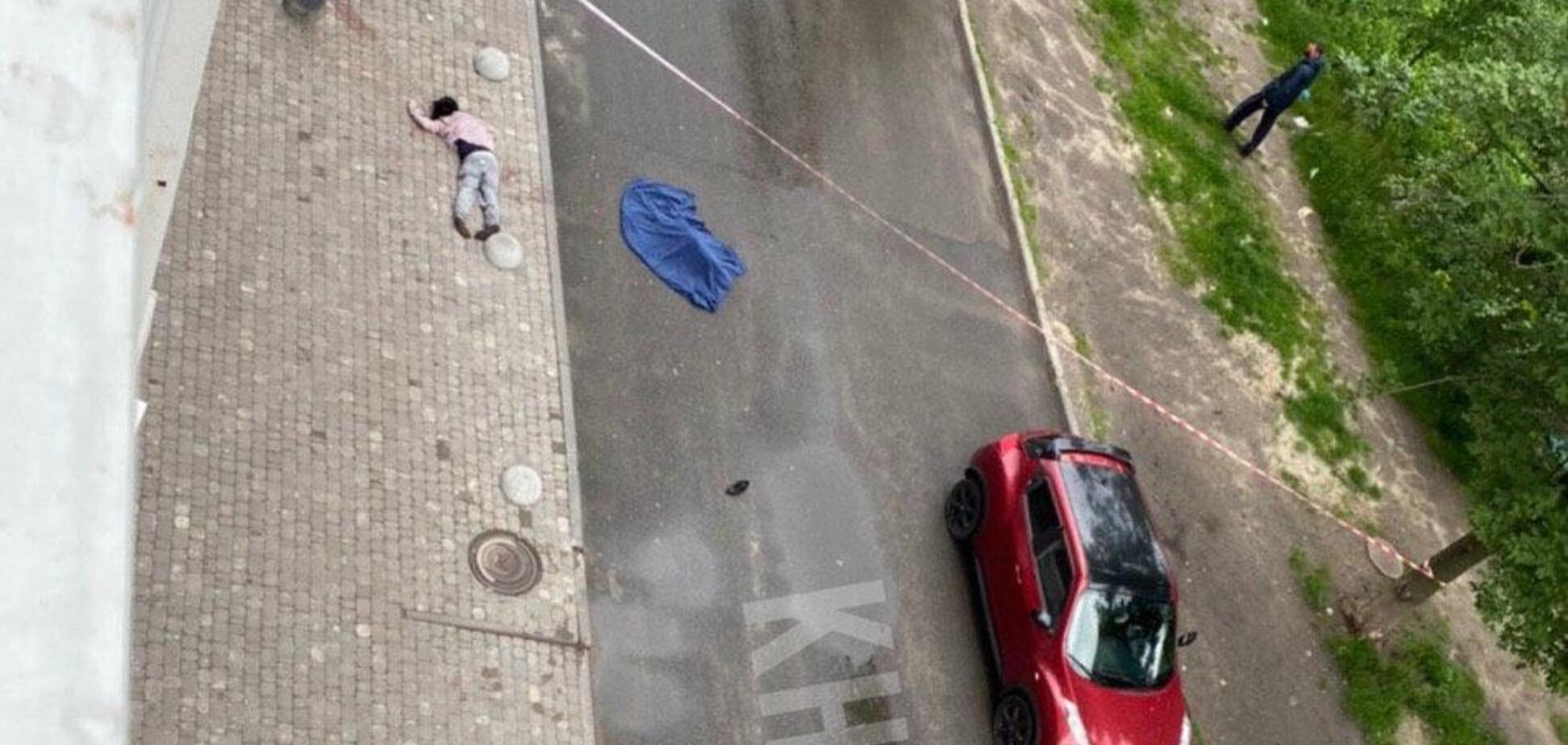 В Харькове мать с ребенком упали с 16-го этажа и разбились. Фото 18+ и новые подробности