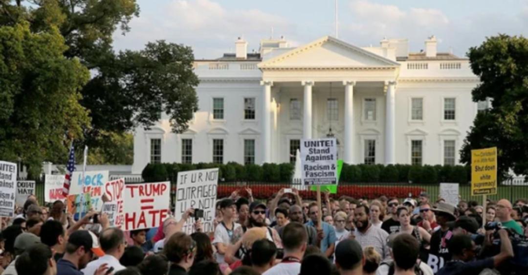 Протесты в США: Трампа спрятали в бункер в Вашингтоне и ввели комендантский час