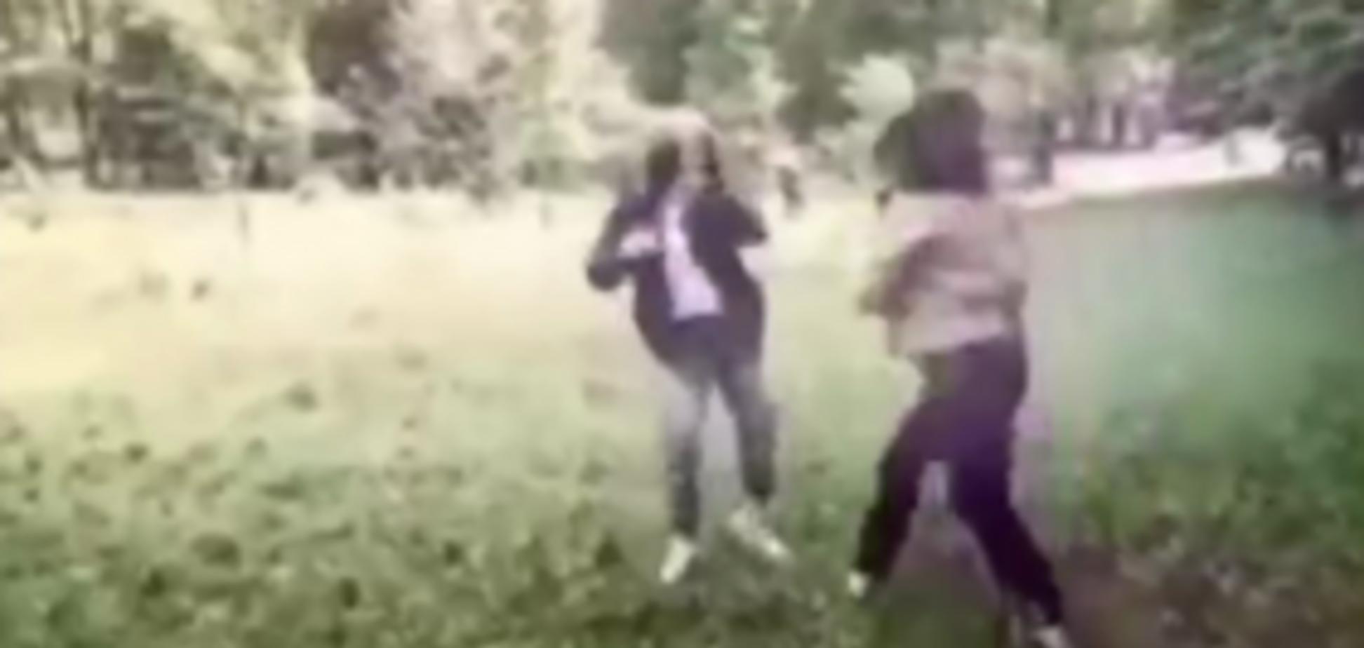 Драка девушек-подростков в Киеве