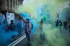Інвестори ЖК, квартири яких продавав банк Аркада, провели масштабний протест. Фото