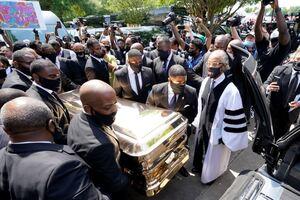 В США похоронили Джорджа Флойда в золотом гробу и белом катафалке