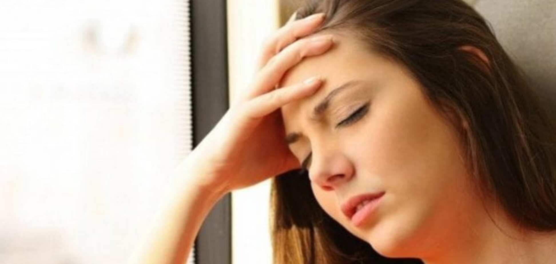 В Днепре потерявшую сознание девушку высадили из маршрутки: в сети скандал