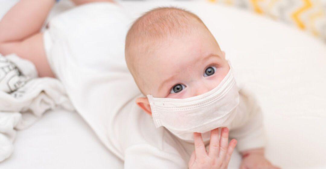Мать из Калифорнии объяснила риски ношения медицинских масок детьми