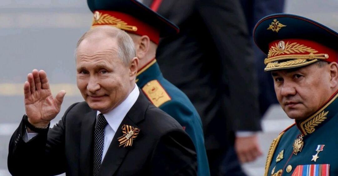 Пока Путин готовится к параду, Россия вымирает от COVID-19