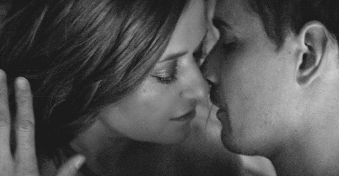 Могилевская страстно целовалась с мужчиной в новом видео