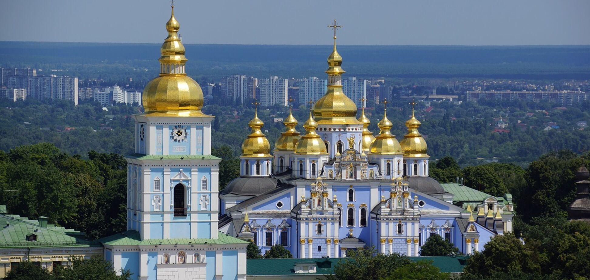 Собор всех святых празднуют в первоевоскресенье после Дня Святой Троицы