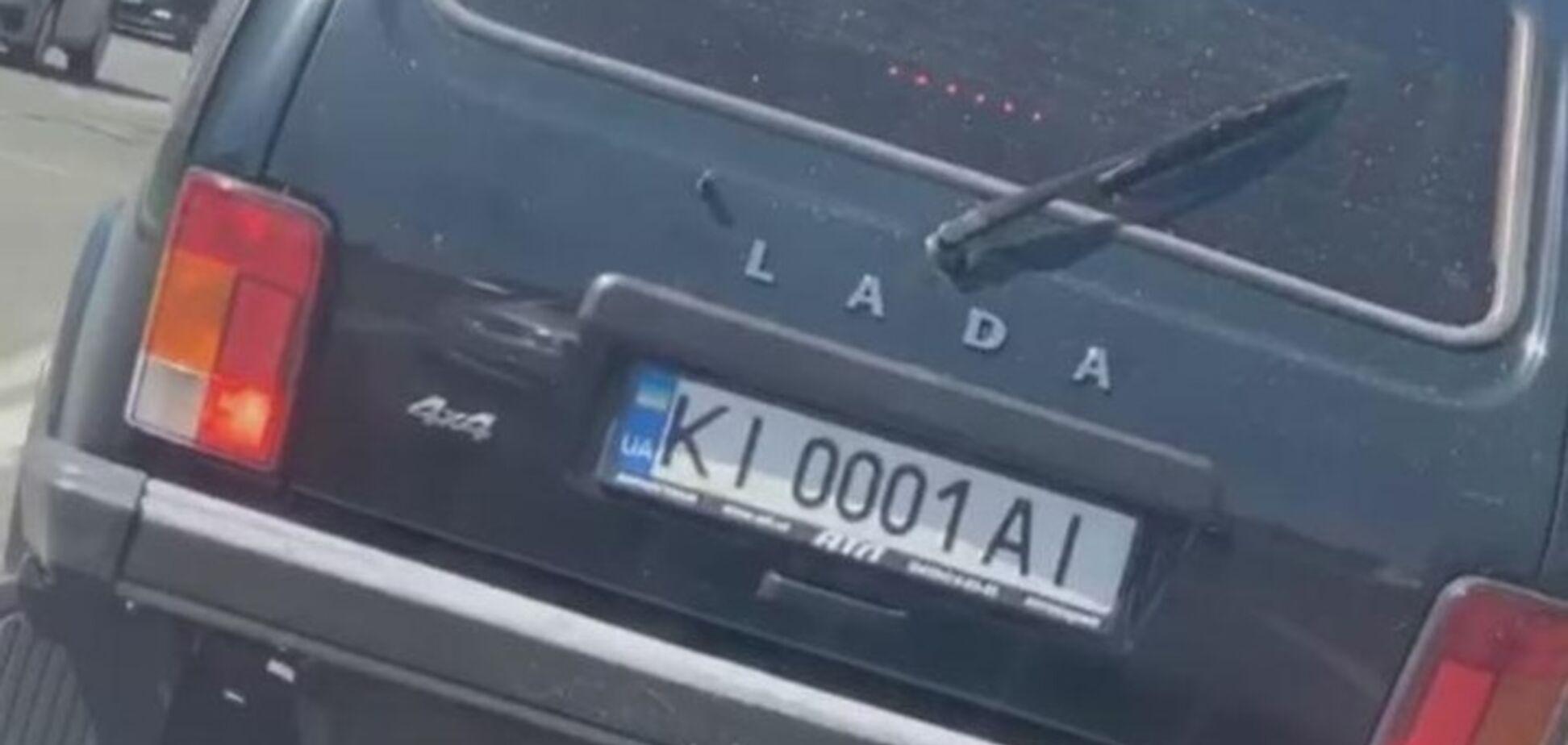 В Украине заметили Ладу Ниву на 'блатных' номерах