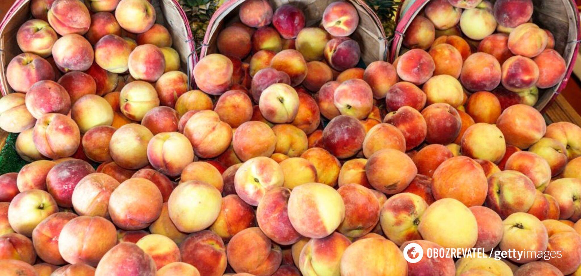 Дієтологиня назвала фрукти та овочі, які не потрібно чистити