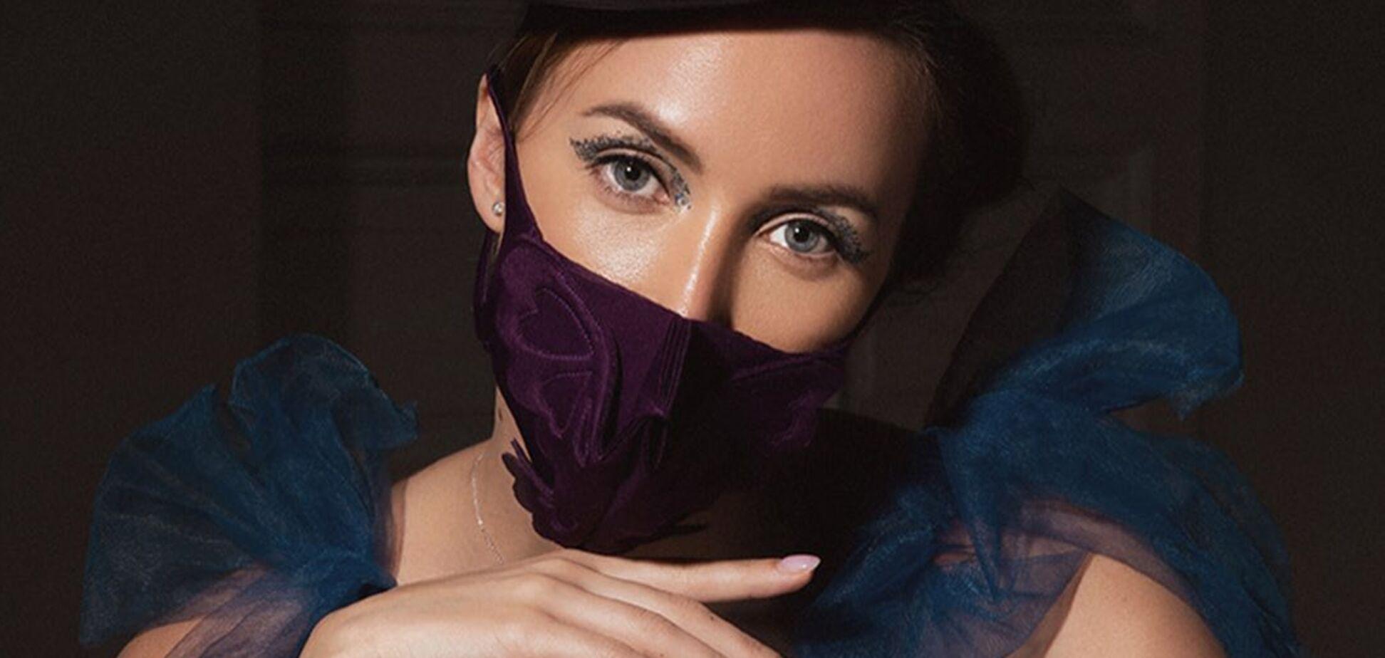 Ризатдинова в платье с вырезом снялась в первой фотосессии после карантина