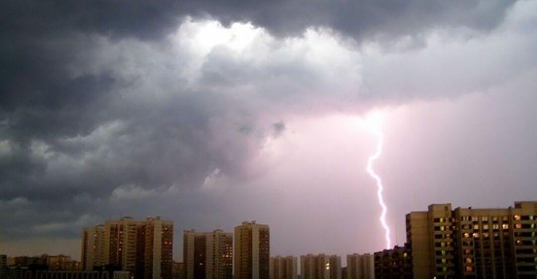 Град и гроза: на Днепропетровщине объявили штормовое предупреждение