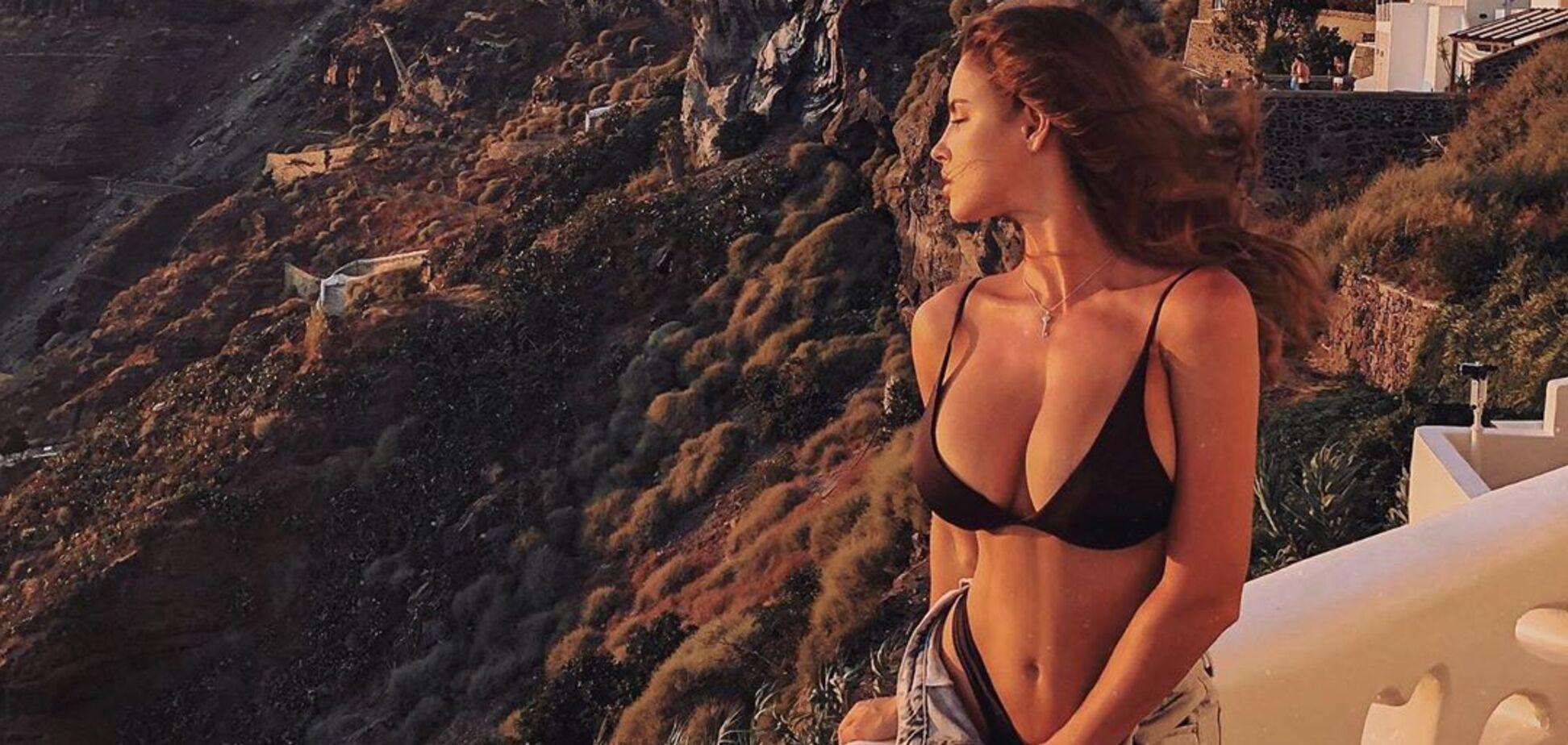 Знаменита фітнес-модель Люсія Яворчекова знялася повністю оголеною в басейні