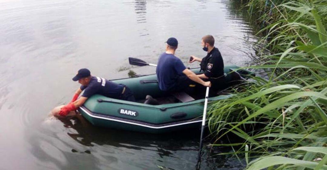 Под Днепром из реки достали тело утонувшего мужчины. Фото 18+