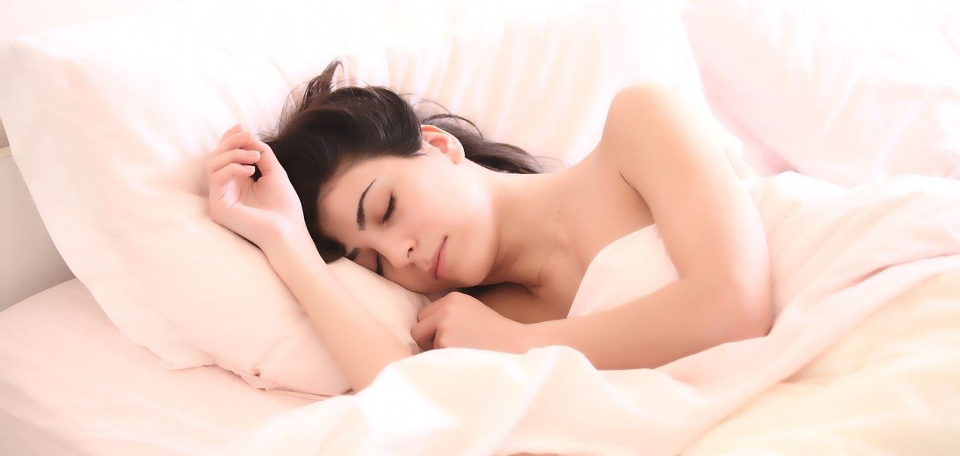 Названы напитки для улучшения сна