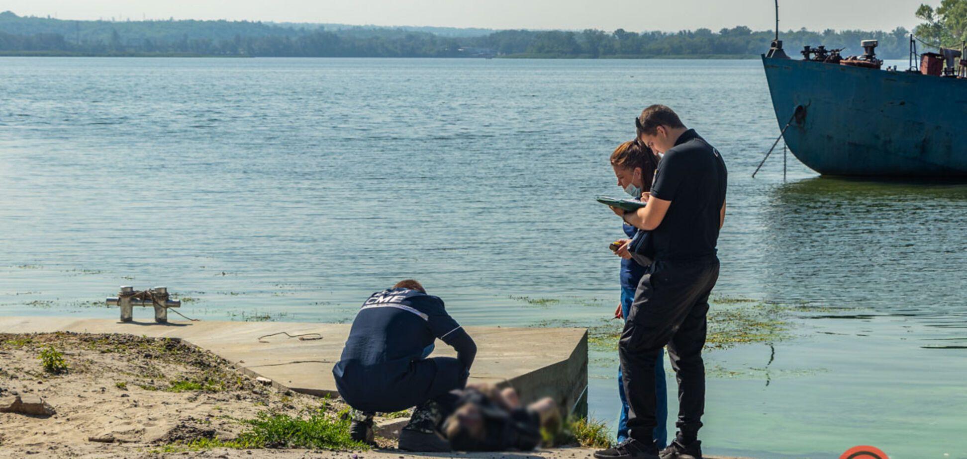 В Днепре в реке нашли утопленника. Фото 18+