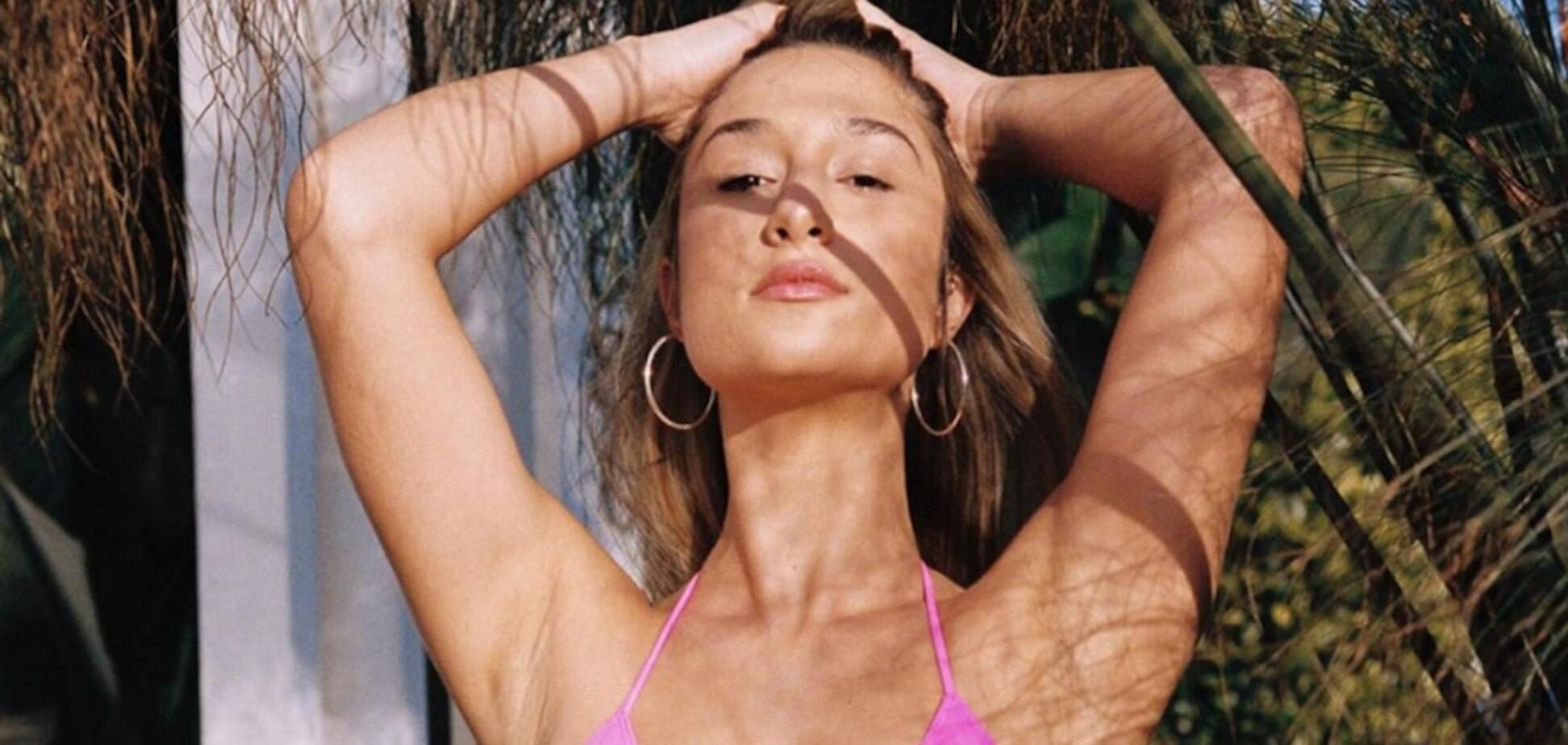 Саванна Монтано позирует в розовом купальнике
