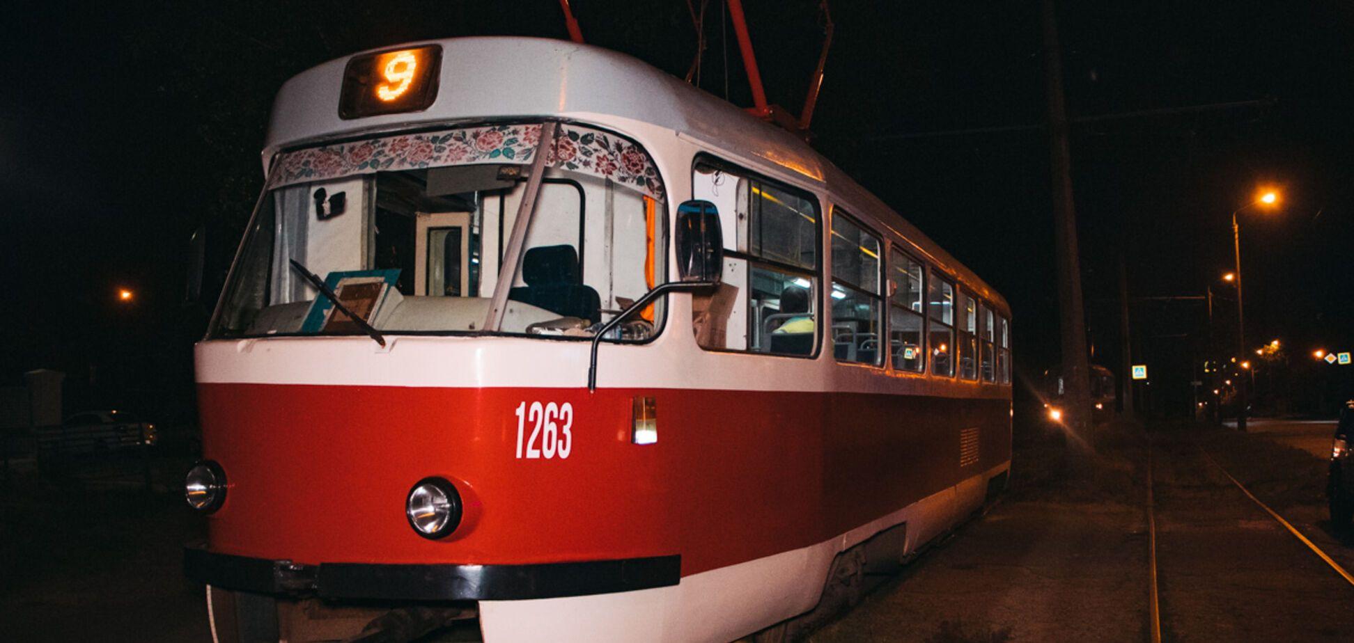 В Днепре женщина пыталась покончить с собой, бросившись под трамвай