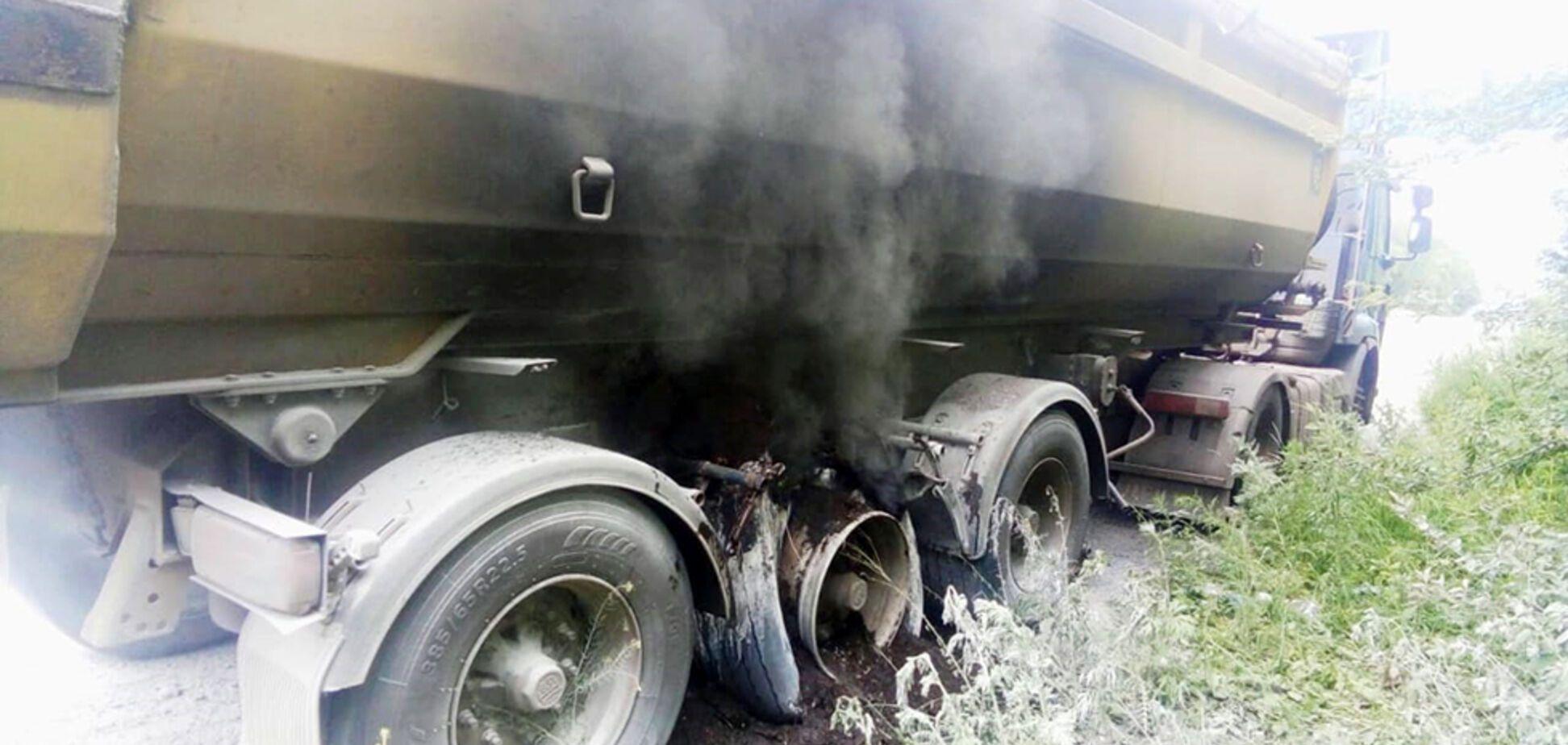 На трассе под Днепром загорелся грузовик. Фото, видео с места ЧП