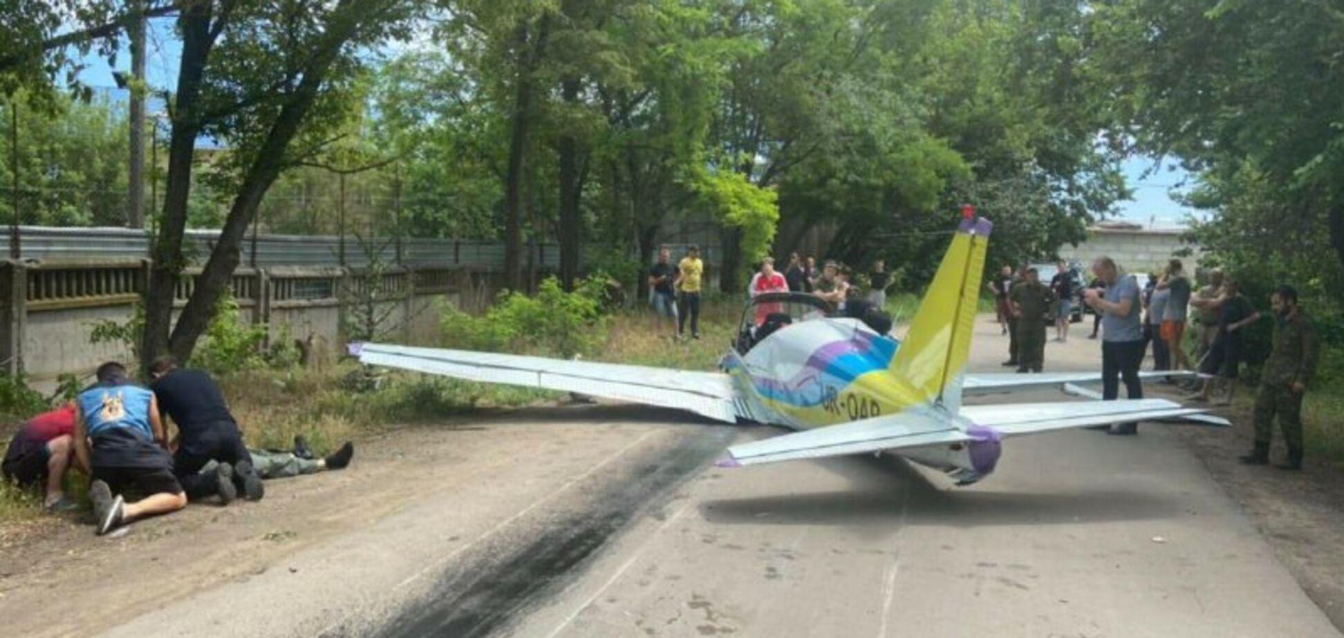 В Одессе возле гипермаркета упал легкомоторный самолет: есть погибшие