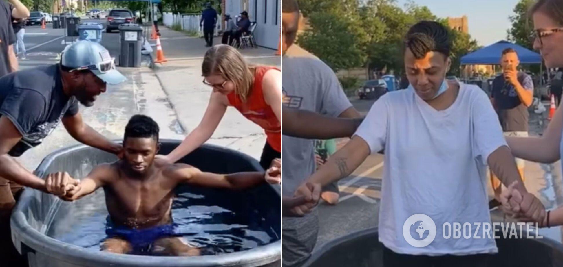 У США на місці вбивства Флойда почали хрестити і 'зцілювати' людей. Відео