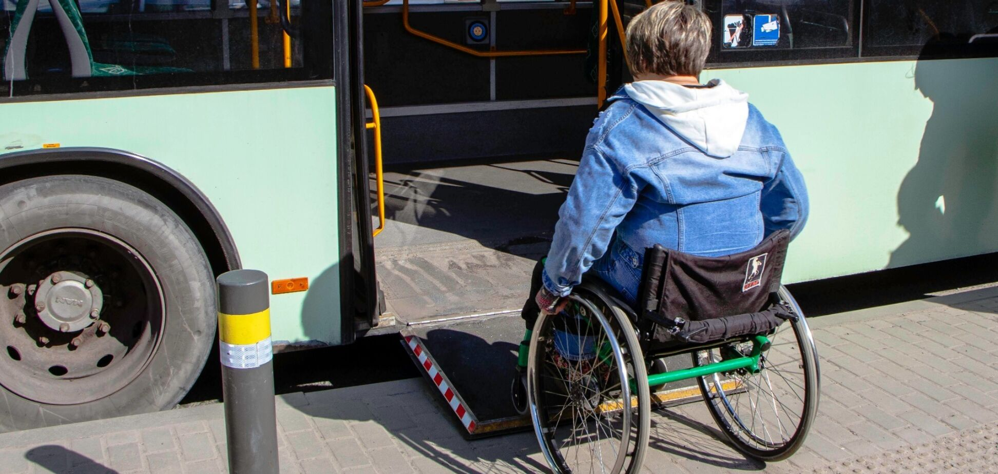 Выгоняют с криками: как в общественном транспорте Днепра нарушают права людей с инвалидностью