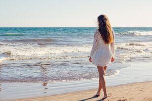 Порожні пляжі і прозора вода: як зараз виглядають популярні курорти біля Азовського моря. Фото