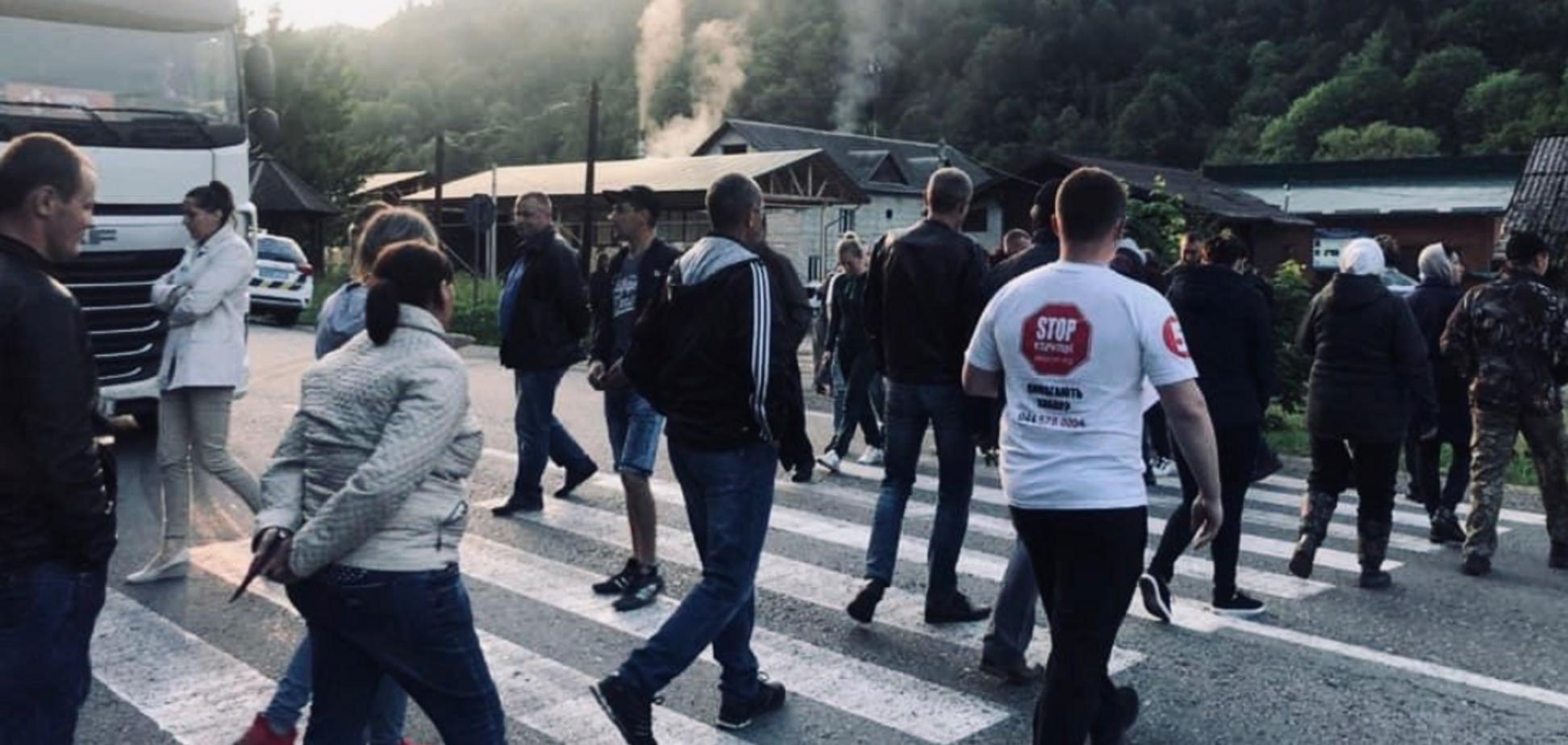 Трассу Киев – Чоп в Карпатах перекрыли протестующие