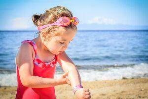 Как обезопасить детей на пляжах Днепра: о первой помощи и обязательной аптечке