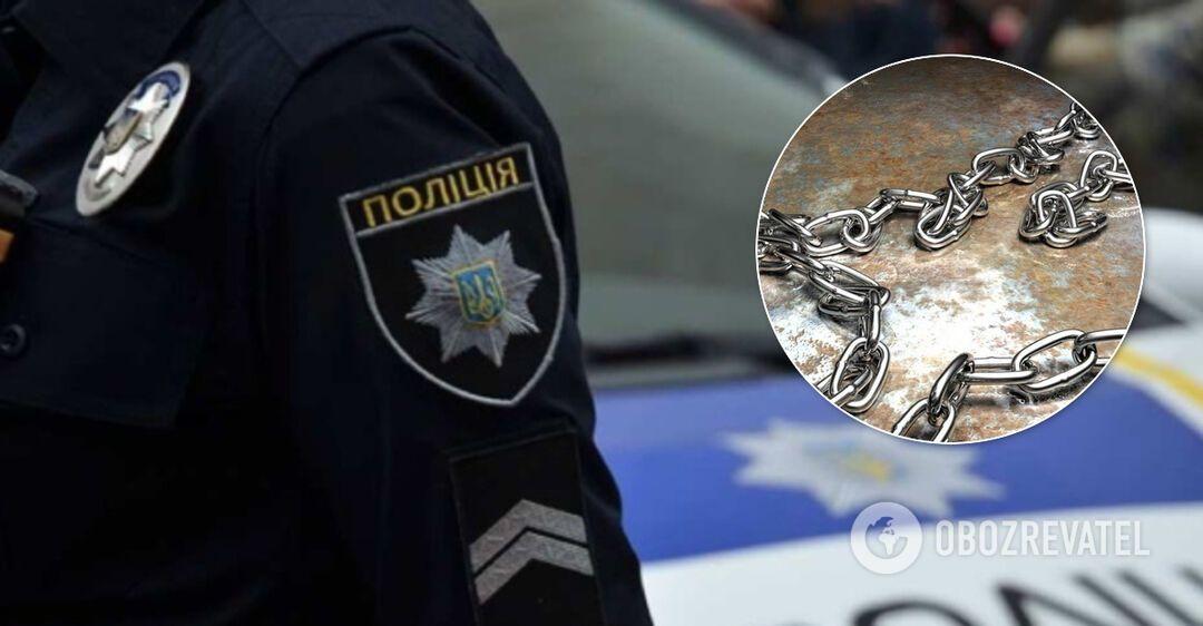 На Луганщине мать посадила свою дочь на цепь для 'перевоспитания'. Фото издевательств